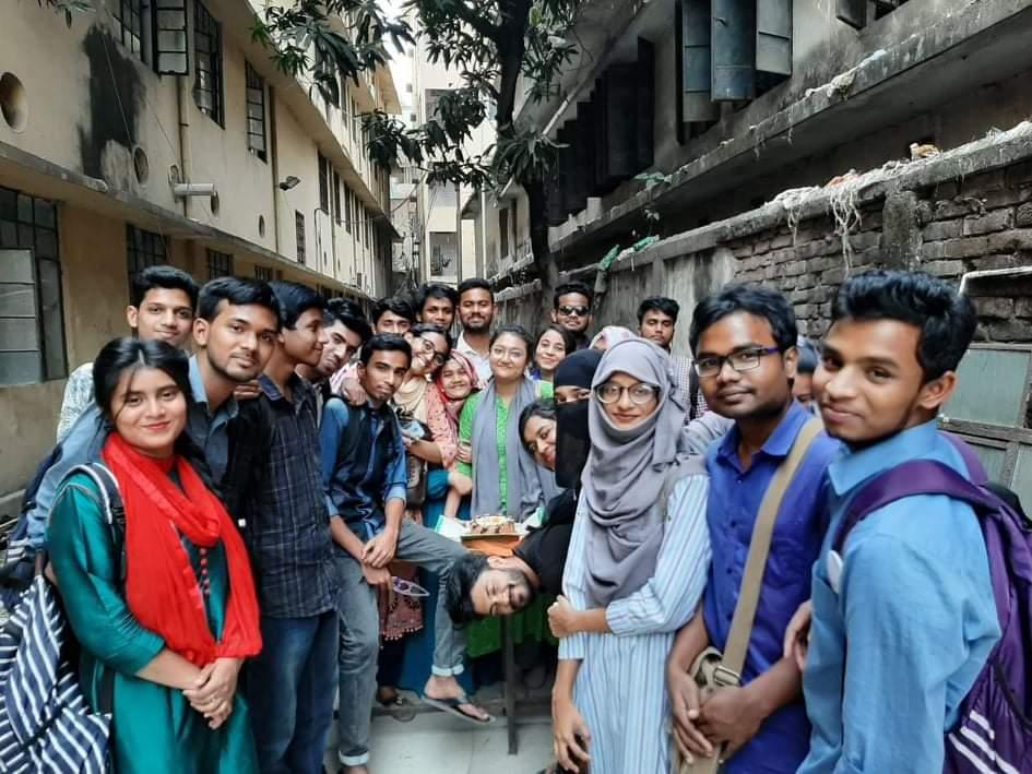 জগন্নাথ বিশ্ববিদ্যালয়ঃ বন্ধুরা ফিরে চল প্রাণের টানে ক্যাম্পাস প্রাঙ্গণে