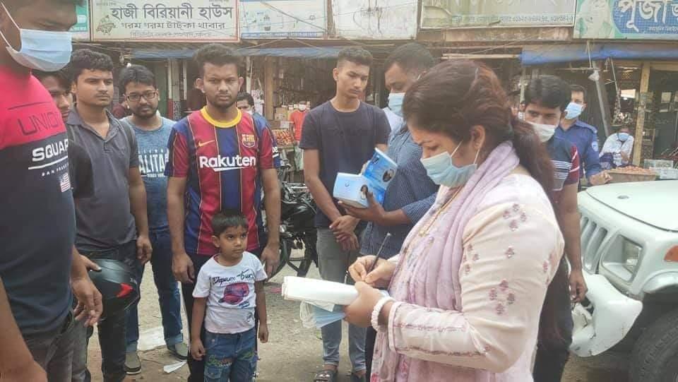 নোয়াখালীতে মাস্ক না পরায় ১৬ জনকে জরিমানা